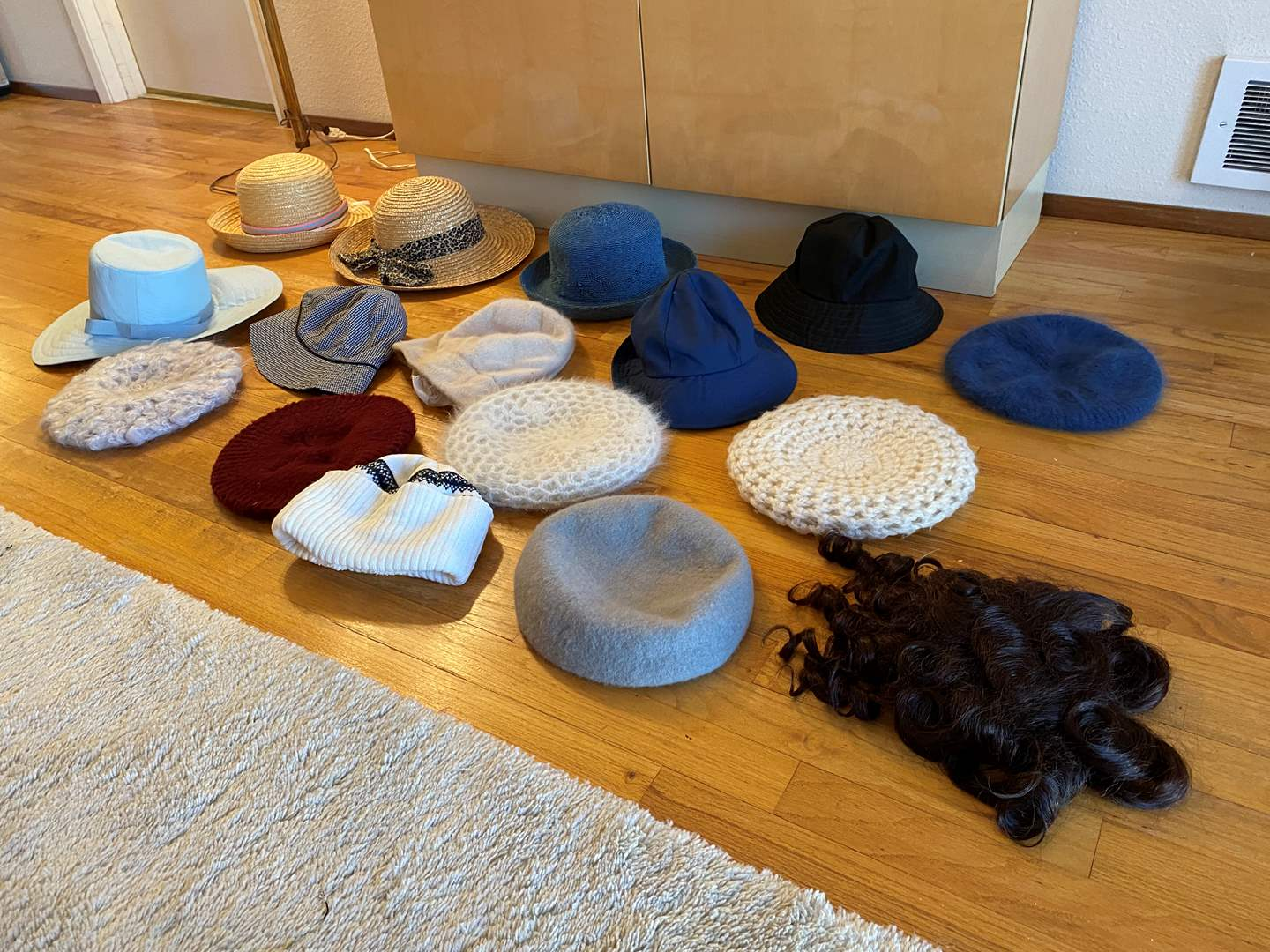 Lot # 41 - Selection of 15 Women's Hats & Vintage Wig (main image)