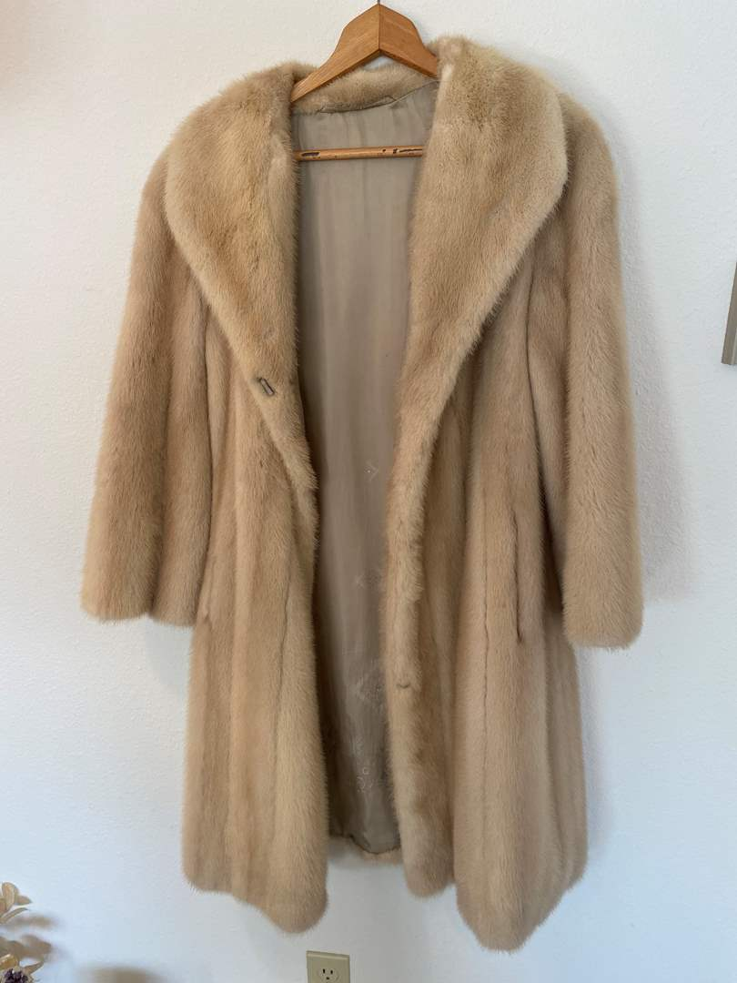 "Lot # 47 - Beautiful Vintage German ""Pauly"" Fur Coat (main image)"