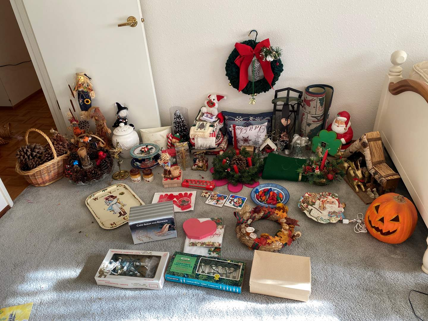 Lot # 152 - Christmas & Fall Decorations (main image)