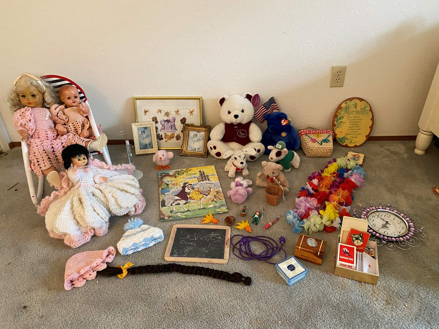 Lot # 154 - Stuffed Animals, Ty-Beanie Baby, Vintage Dolls & Other Misc. Children Items (main image)