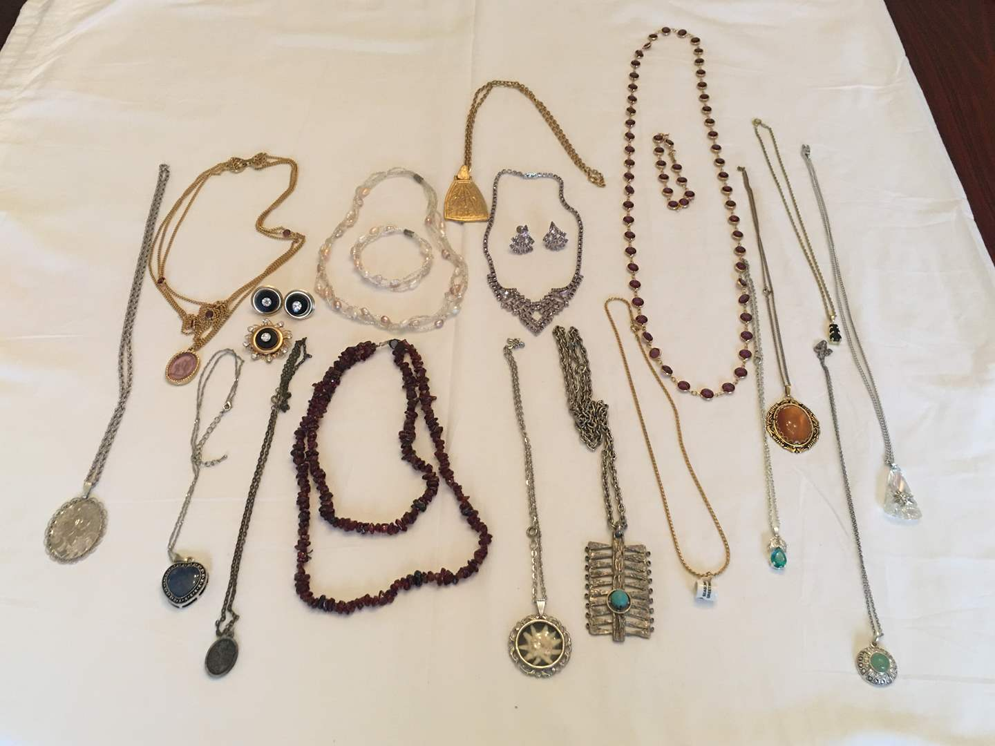 Lot # 135 - Nice Selection of Costume Jewelry: Necklaces, Bracelets, Earrings (main image)