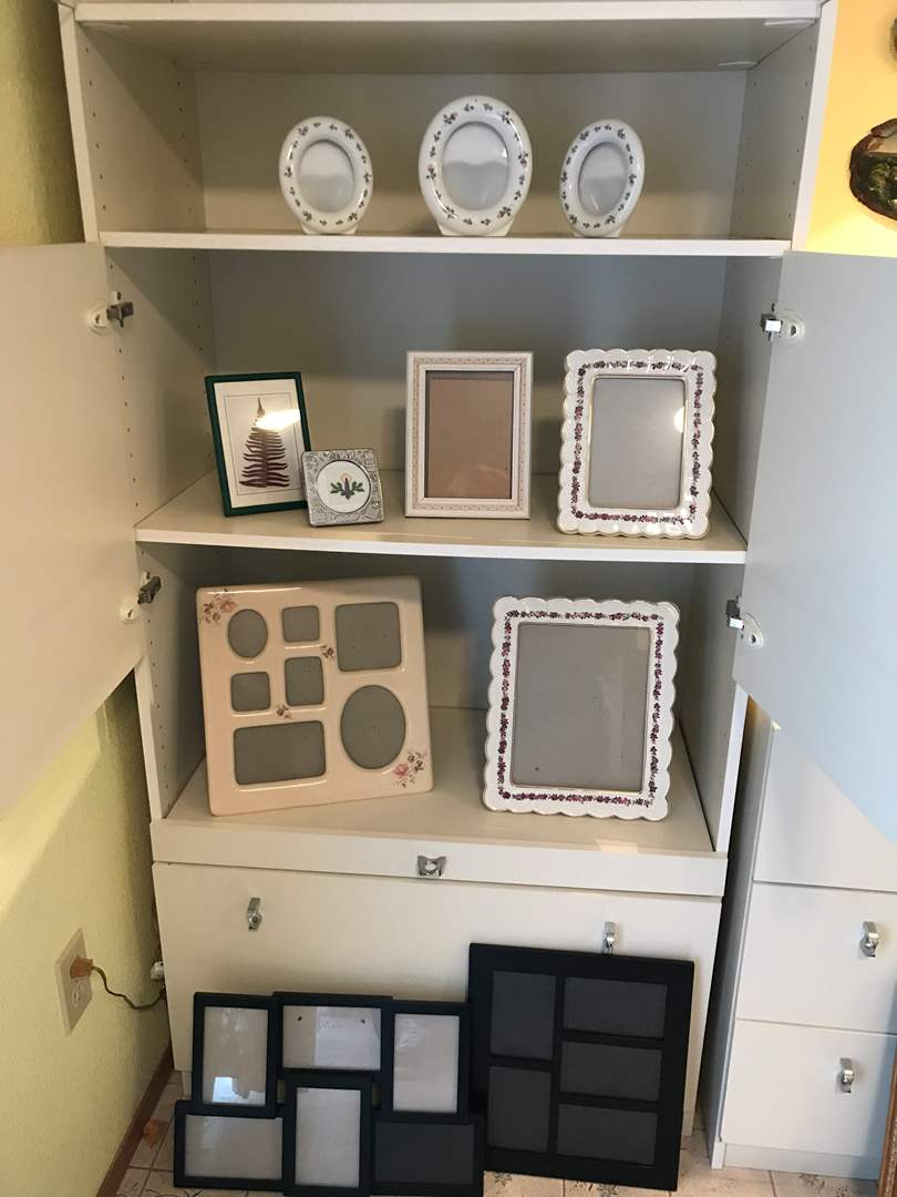 Lot # 203 - Small Selection of Picture Frames of Various Sizes (main image)