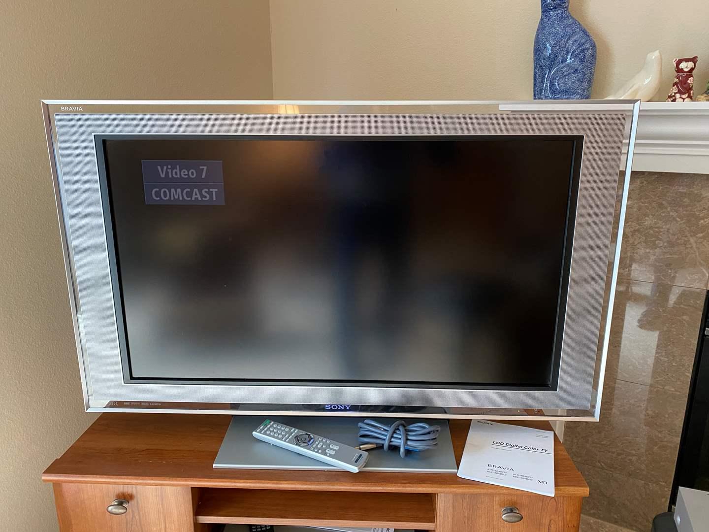 "Lot # 18 - Sony Bravia 40"" LCD Digital HD TV - Model KDL40XBR2 - Works (main image)"