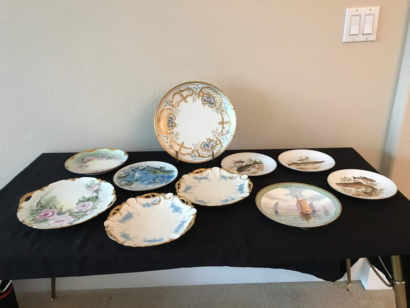 Lot # 137 - Selection of Vintage & Modern Collectors Plates (main image)
