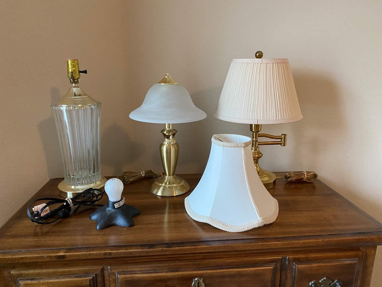 Lot # 148 - Four Lamps & Small Lamp Shade (main image)
