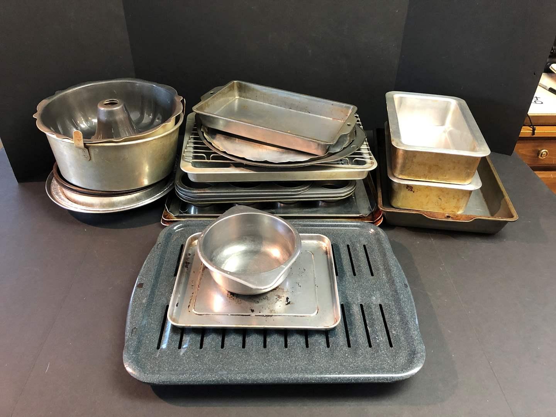 Lot # 64 - Baking Sheets, Angel Food Cake Pan & More.. (main image)