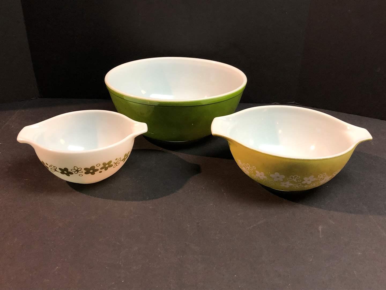 Lot # 66 - Three Vintage Pyrex Mixing Bowls of Various Patterns & Sizes (main image)