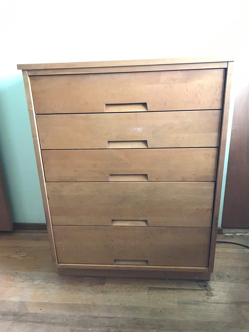 Lot # 104 - Mid Century 5 Drawer Dresser w/Dovetail Drawers - Matches Lot #102 (main image)