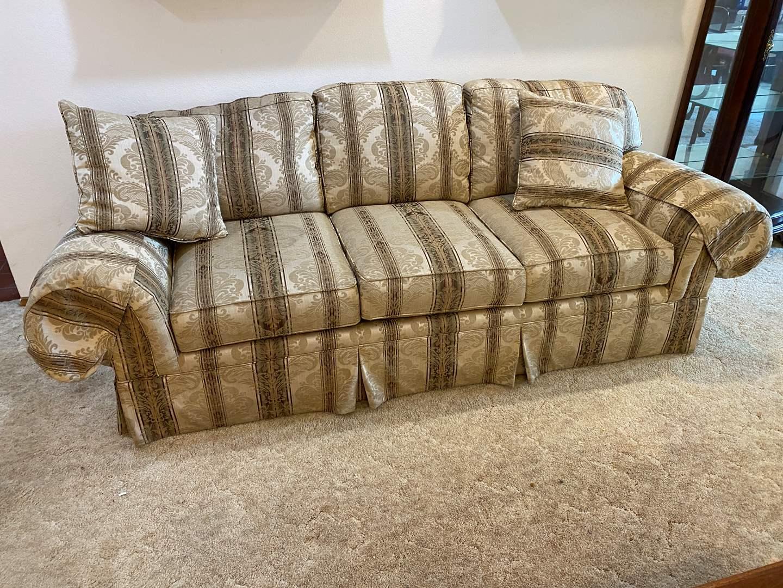 "Lot # 197 - Nice ""Thomasville"" Sofa (main image)"