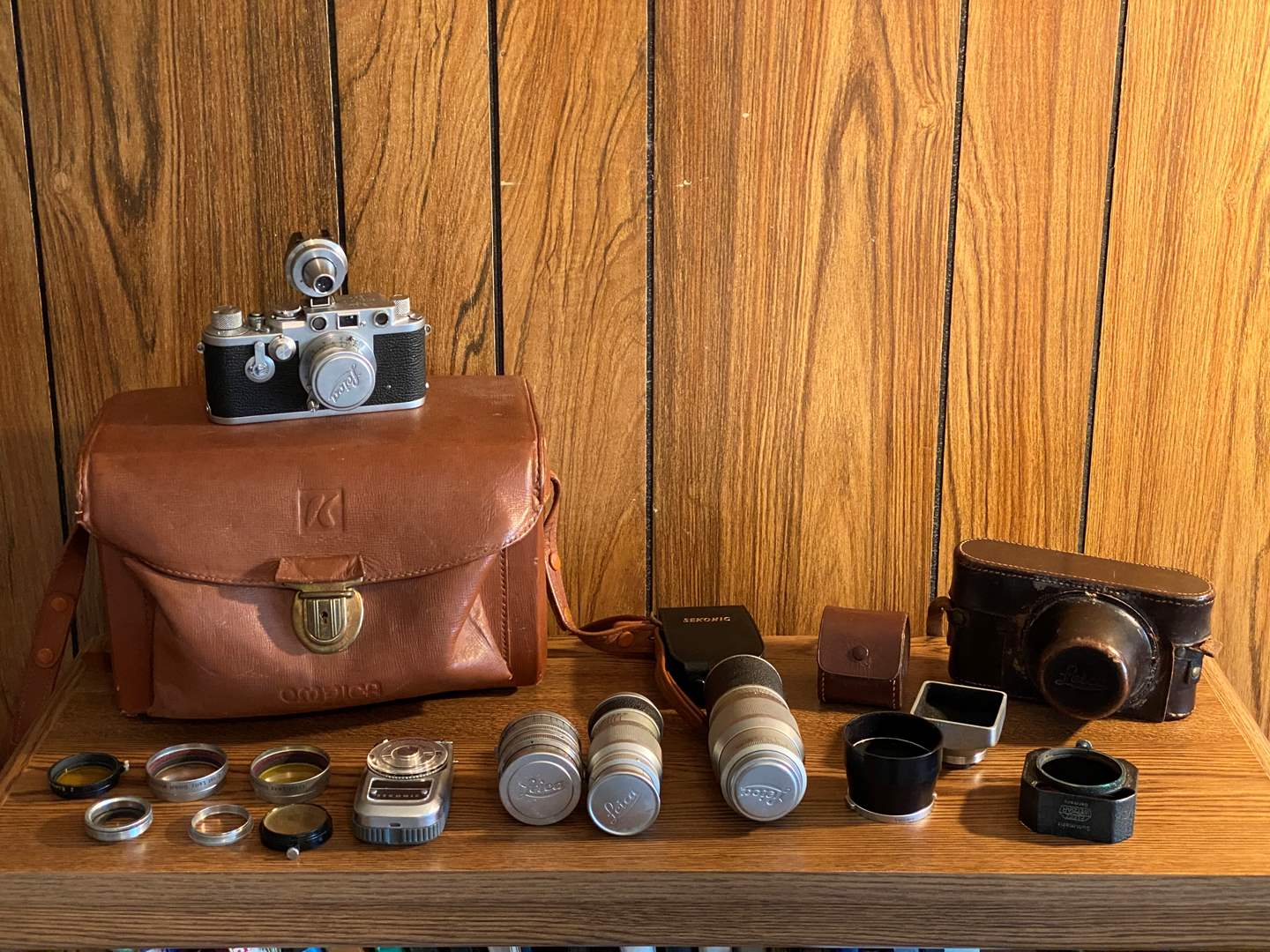 "Lot # 209 - Vintage German ""Leica"" DRP Ernst Leitz Camera w/Leica Lens, Accessories, Original Case & Carrying Bag (main image)"