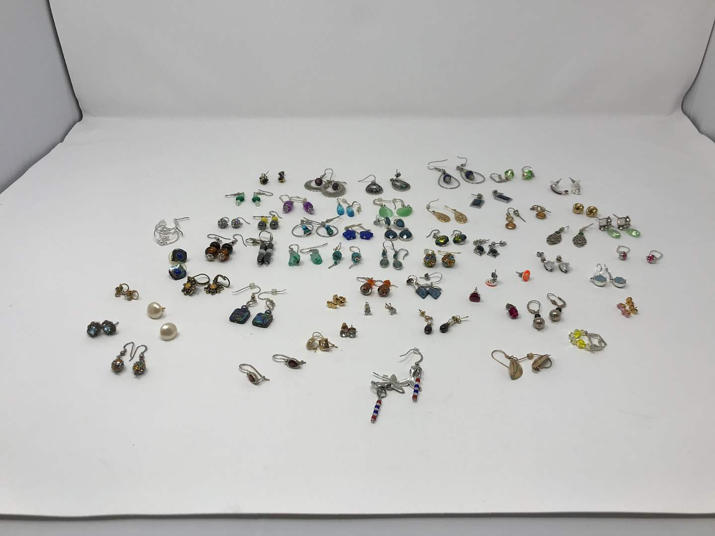 Lot # 221 - Small Selection of Earrings  (main image)