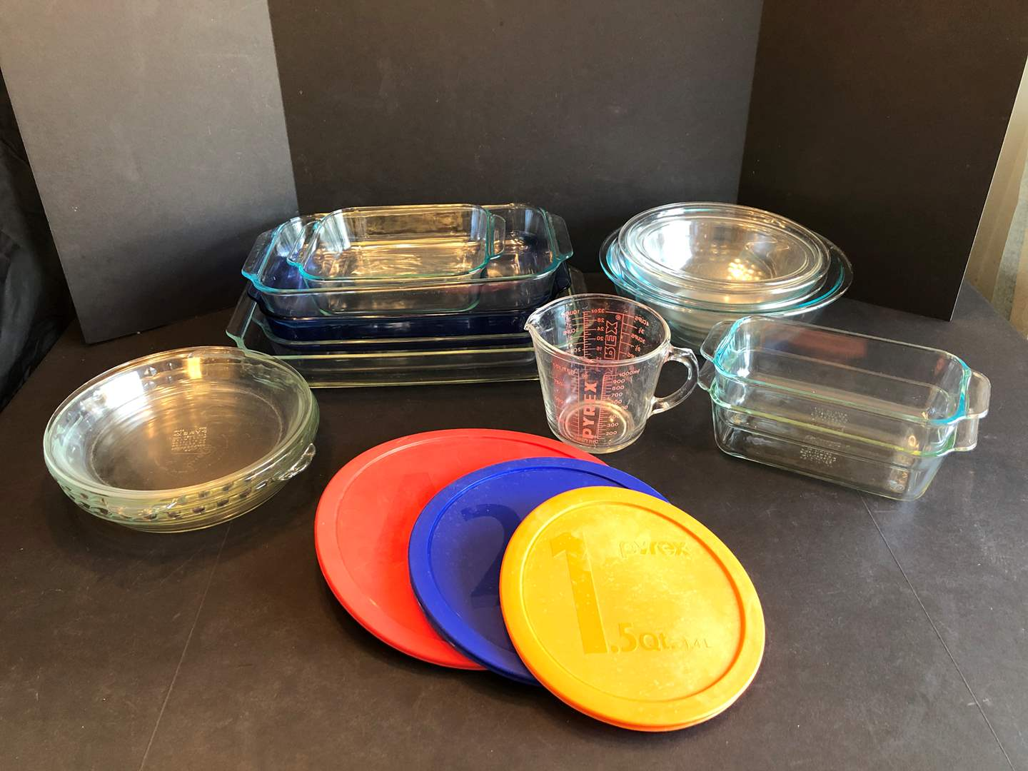 Lot # 52 - Selection of Pyrex: Mixing Bowls of Various Sizes, Pie Plates, Casserole Dishes & More.. (main image)