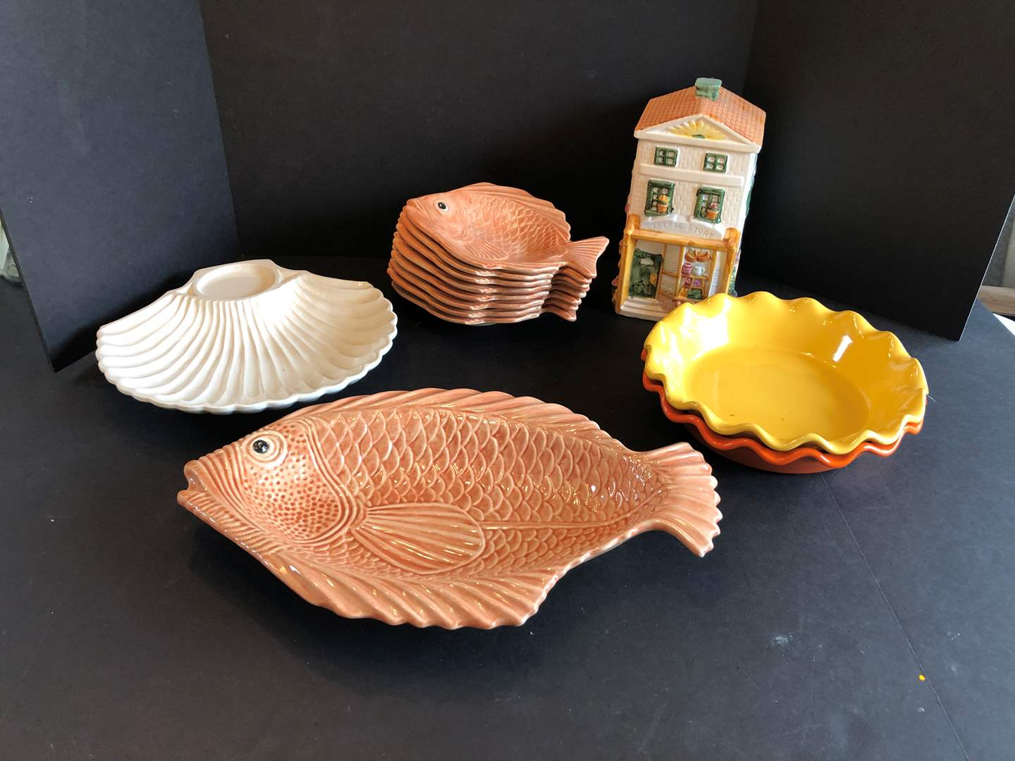 Lot # 131 - Fish Plates, Shell Plate & Cookie Jar (main image)