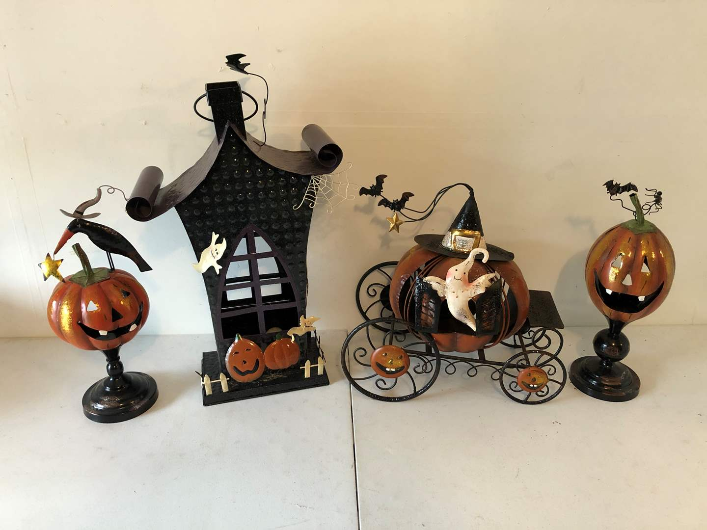 Lot # 192 - Cute Halloween Decor (main image)