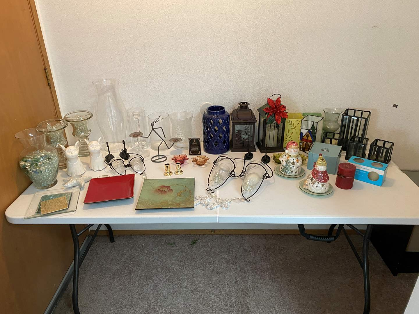 Lot # 18 - Nice Selection of Candle Holders (main image)