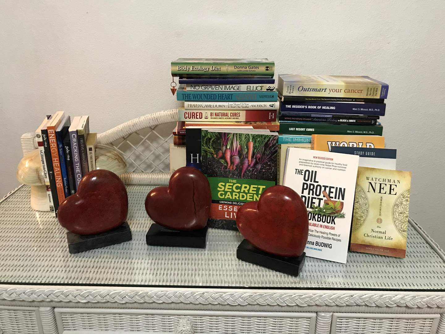 Lot # 99 - Small Selection of Books, Marble Mushroom Book Ends, 3 Marble Heart Shaped Book Ends (main image)