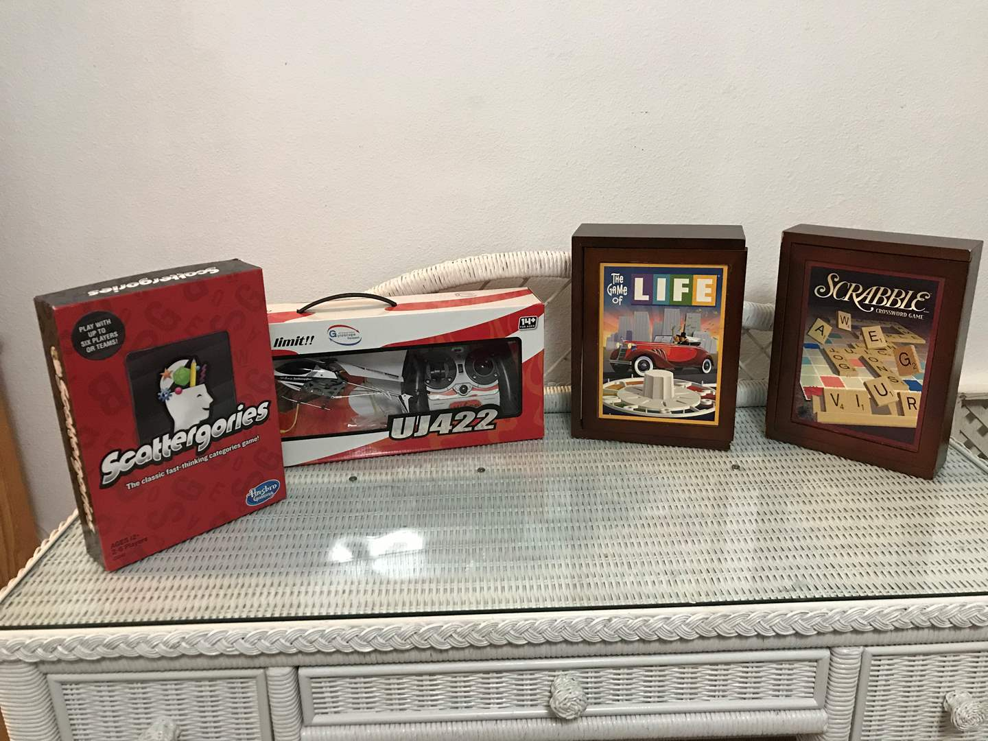 Lot # 150 - Older Teenager/Adult Games, UJ422 3.5 Channel RC Helicopter (main image)
