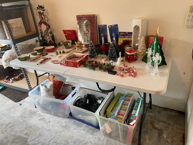 Lot # 190 - Nice Selection of Christmas Decor (main image)