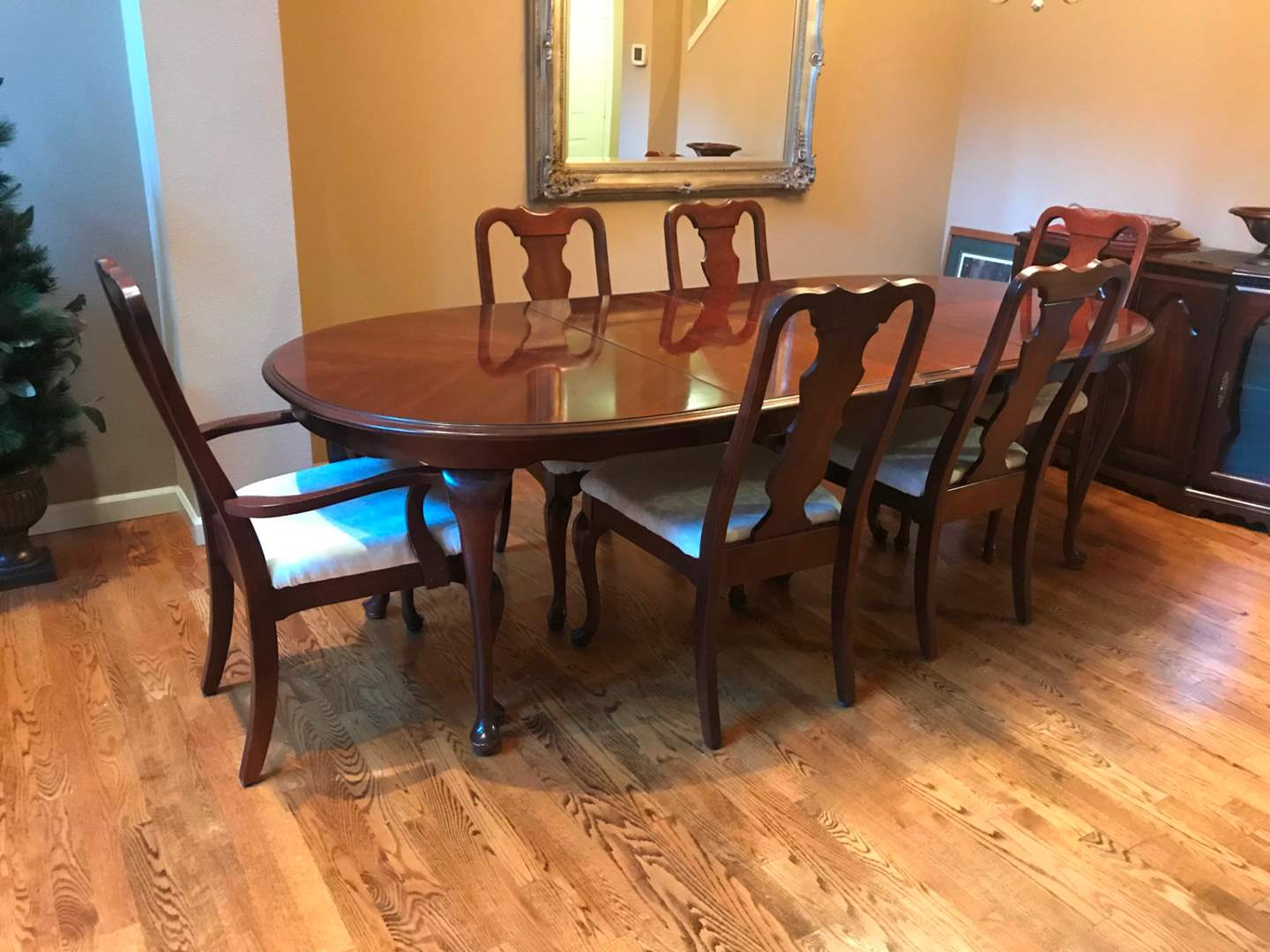 Lot 1 Vintage Broyhill Dining Room Table W 6 Chairs 2 18 Leaves Smallest 29 5 T X 62 W X 43 5 D Largest 98 W Adam S Northwest Estate Sales Auctions