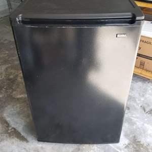 Lot # 15 - Kenmore Mini Refrigerator 5.2 cu feet