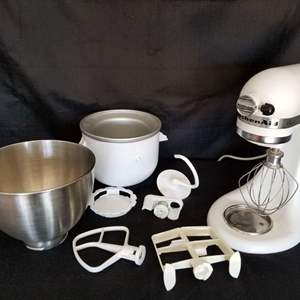 Lot # 30 - Kitchenaid Mixer - never used