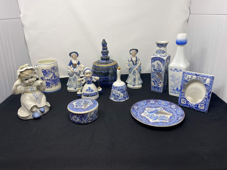 "Lot # 22 - Jamestown China ""Royal Peacock"" & Deft Blue Holland Decor (main image)"
