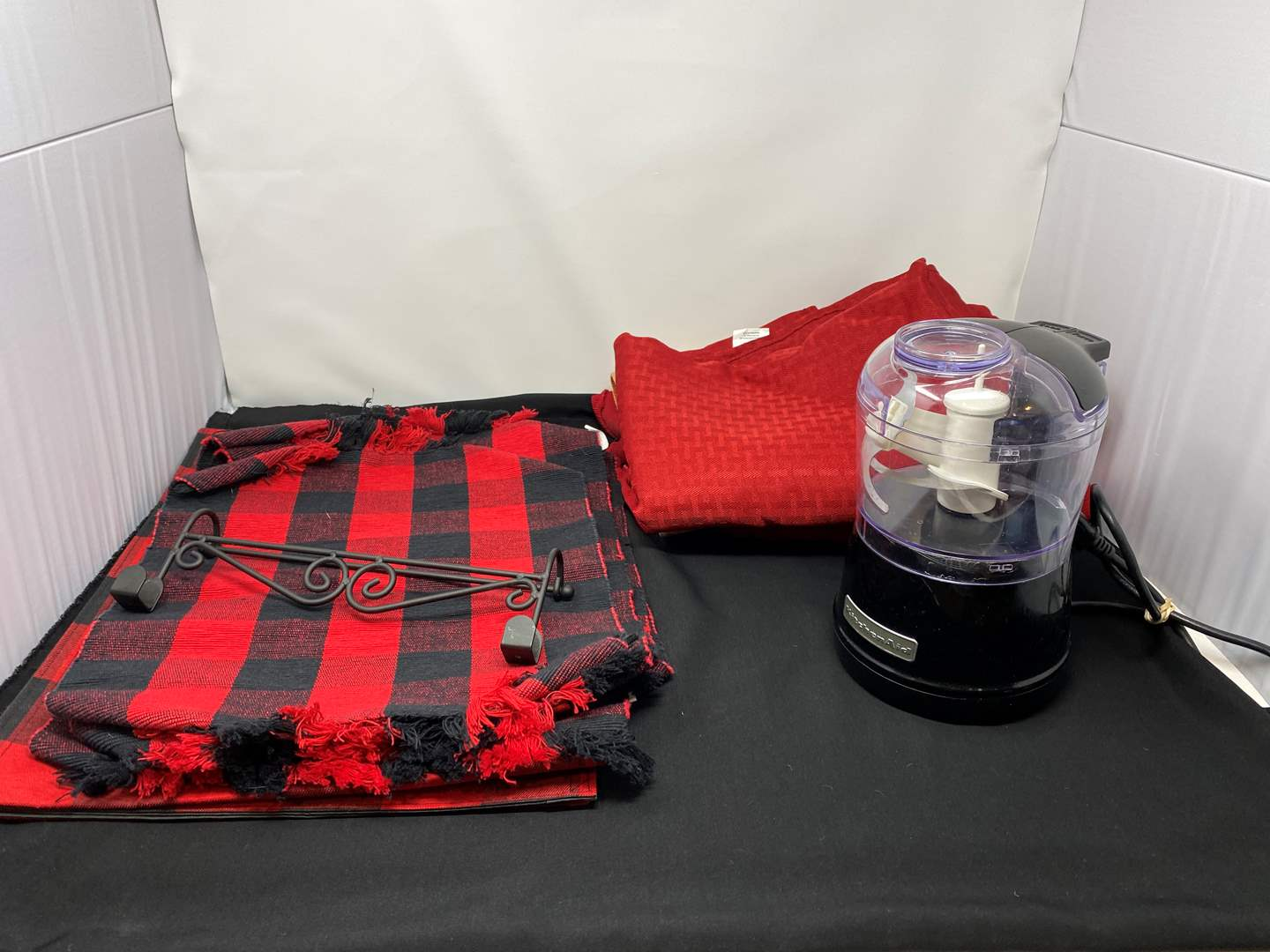 Lot # 33 - Kitchen Aid Food Processor, Table Runners, Table Cloths, Placemats & More..  (main image)
