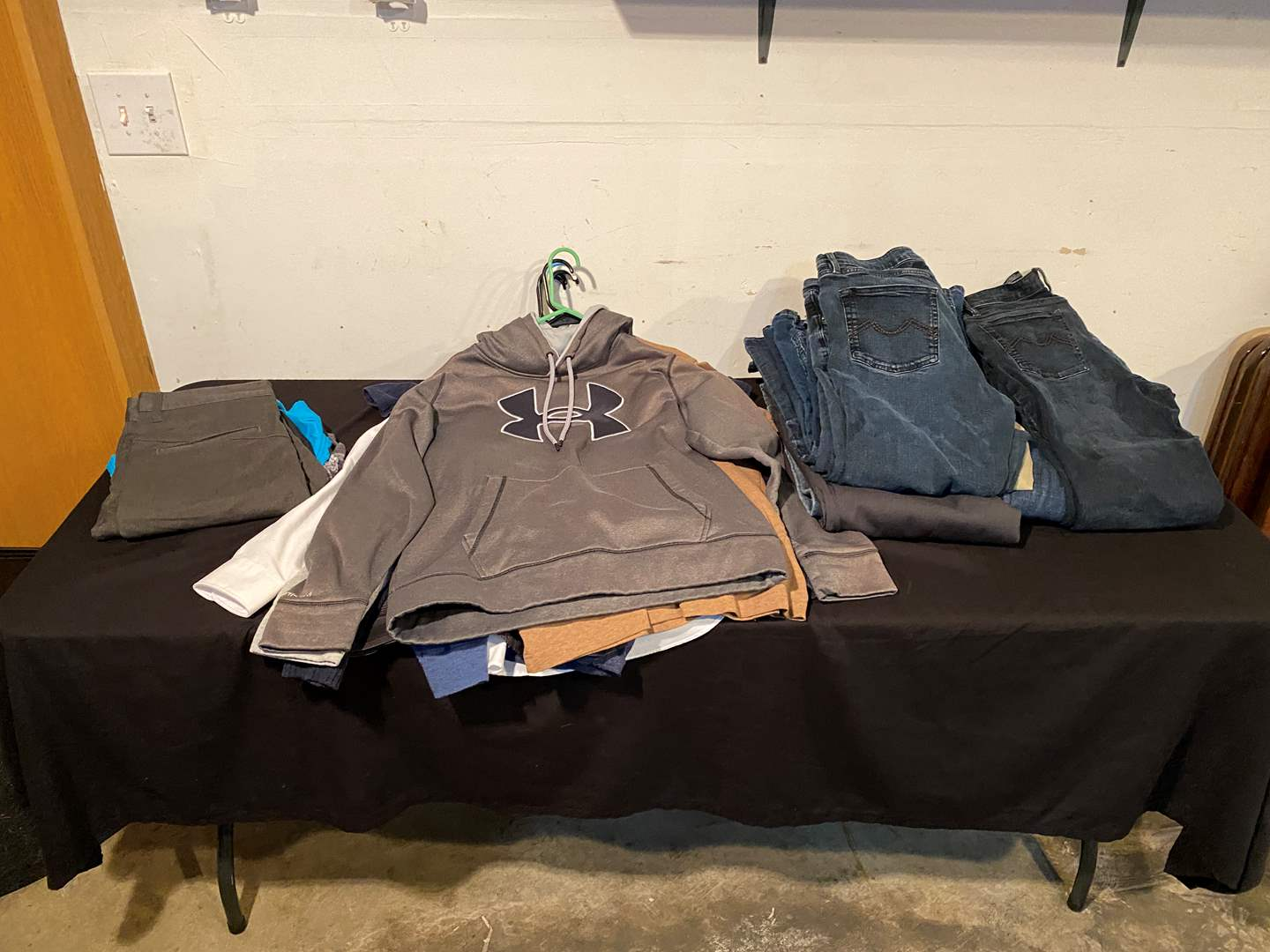 Lot # 142 - Nice Selection of Men's Clothing - (See Pictures for Brands & Sizes) (main image)