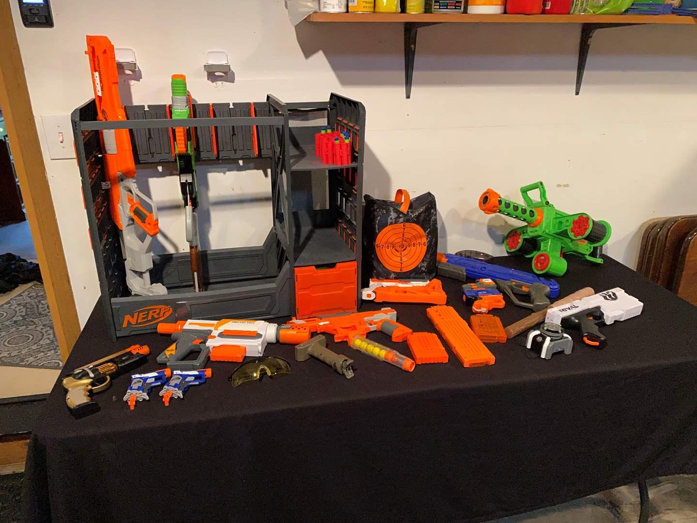 Lot # 154 - Nerf Gun Rack w/ Multiple Nerf Guns. (main image)