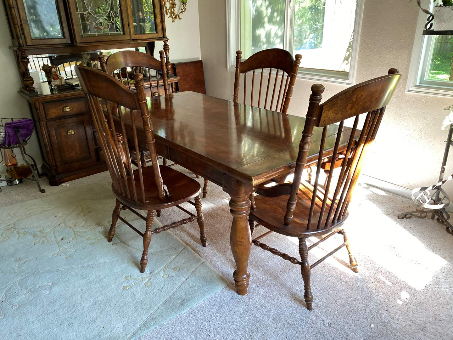 Lot # 1 - Nice Vintage Pecan Wood Dining Room Table & Chairs w/Slide Out Ends for Leaves (main image)