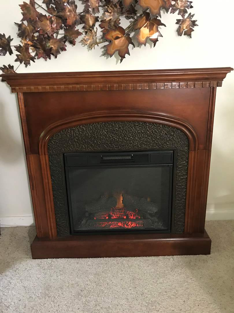 Lot # 4 - Very Nice Large Electric Fireplace (main image)