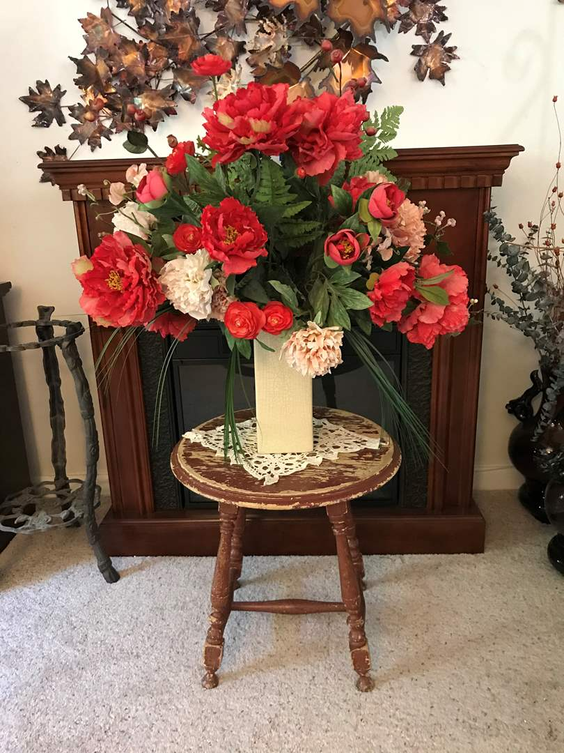 Lot # 78 - Small Vintage Table & Ceramic Vase w/Faux Flowers  (main image)
