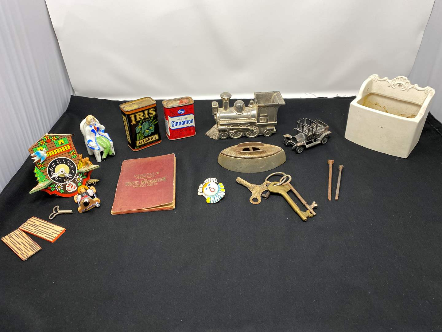 Lot # 46 - Collection of Misc. Vintage Items (main image)