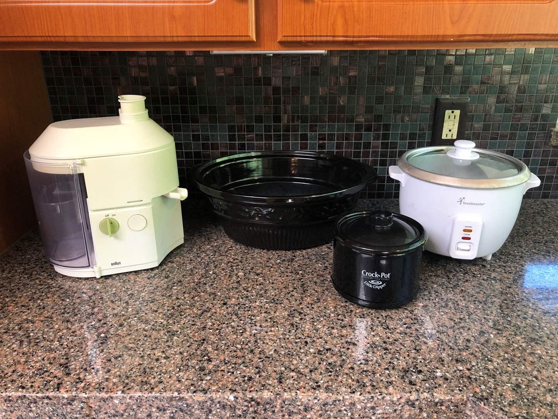 Lot # 136 - Large Crock Pot Insert, Little Dipper Crock Pot, Braun Juicer, Toastmaster Rice Cooker (main image)