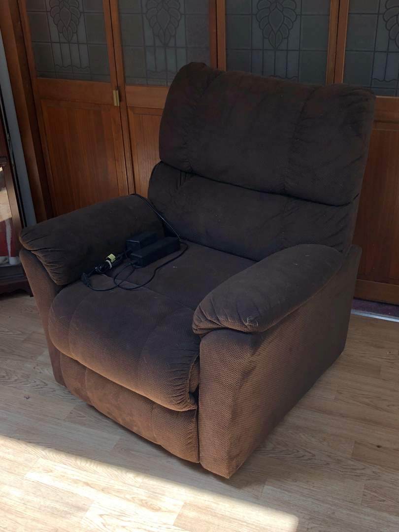 Lot # 159 - Electric Reclining Lift Chair (main image)