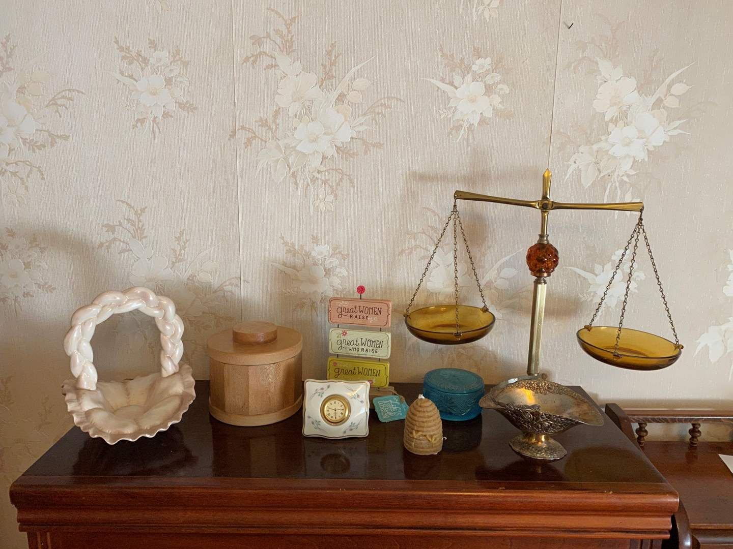 Lot # 34 - Small Collection of Home Decor  (main image)