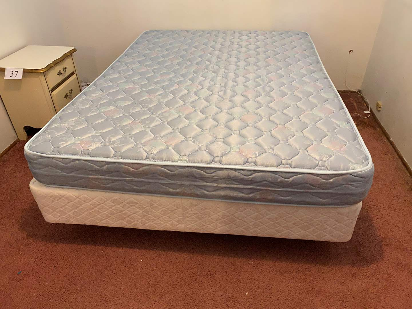 Lot # 39 - Queen Size Bed w/Frame  (main image)