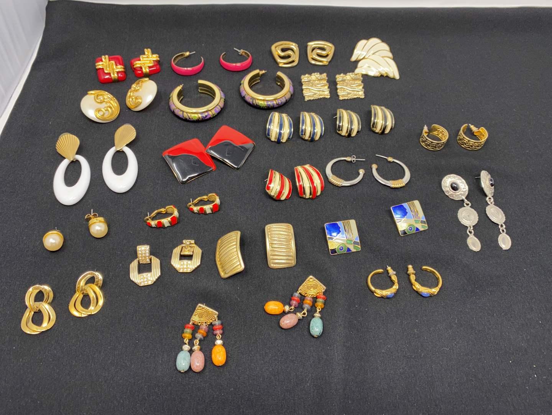 Lot # 182 - Misc. Vintage Earrings (main image)