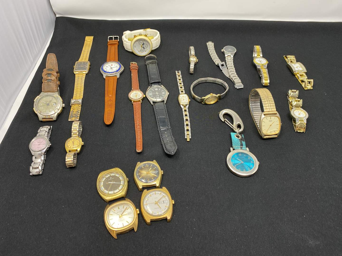 Lot # 184 - Selection of Vintage Watches (main image)