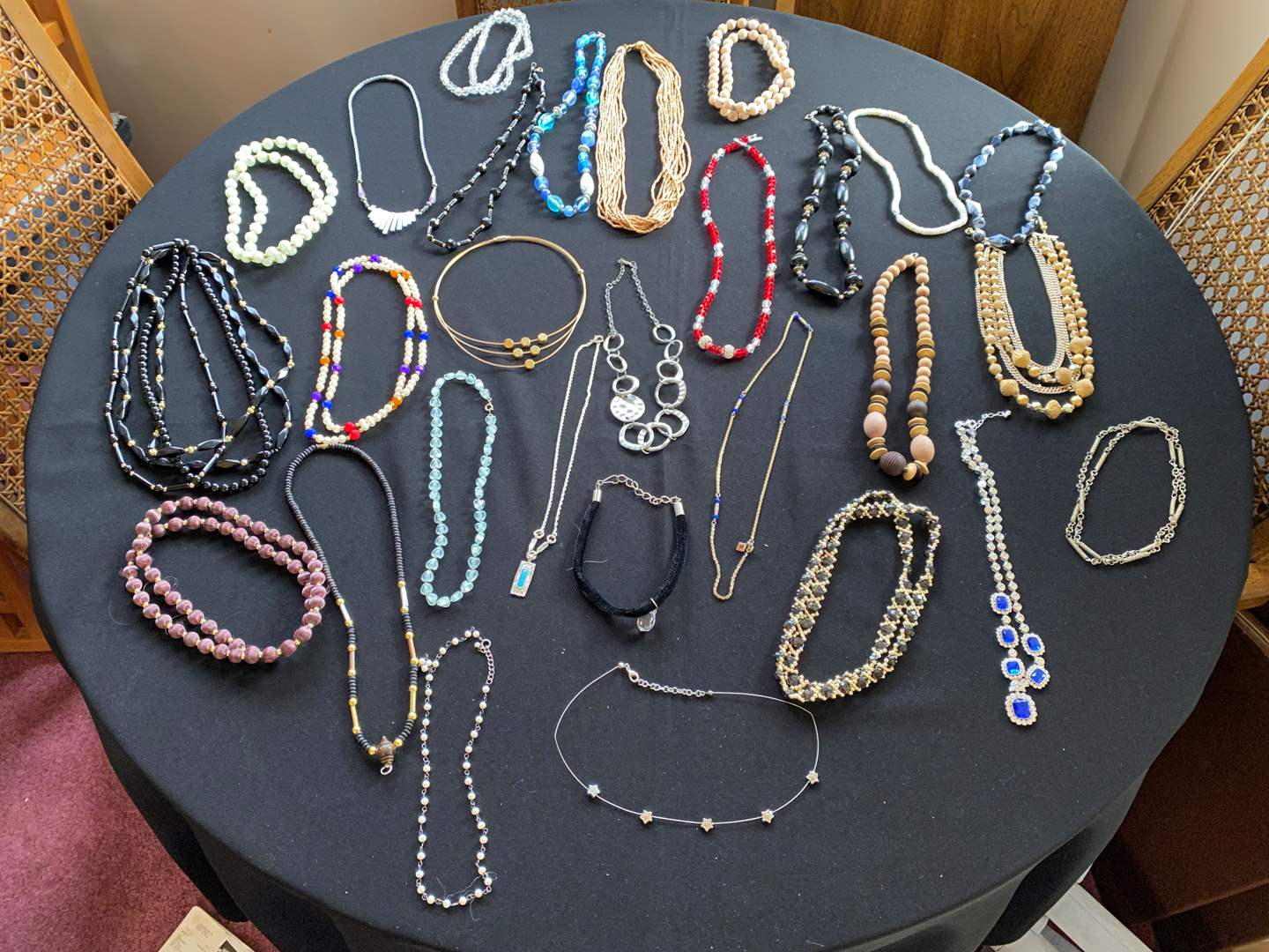 Lot # 185 - Selection of Vintage Necklaces  (main image)