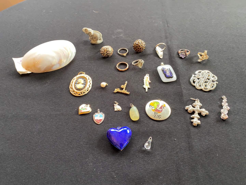 Lot # 188 - Rings & Pendants  (main image)