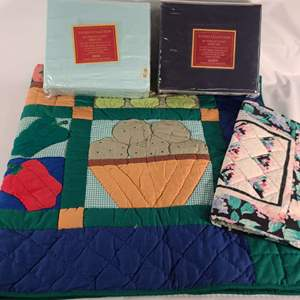 Lot#139 Sheets & Quilts