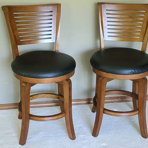 Lot#14 2 Hillsdale Wood & Leather Barstools