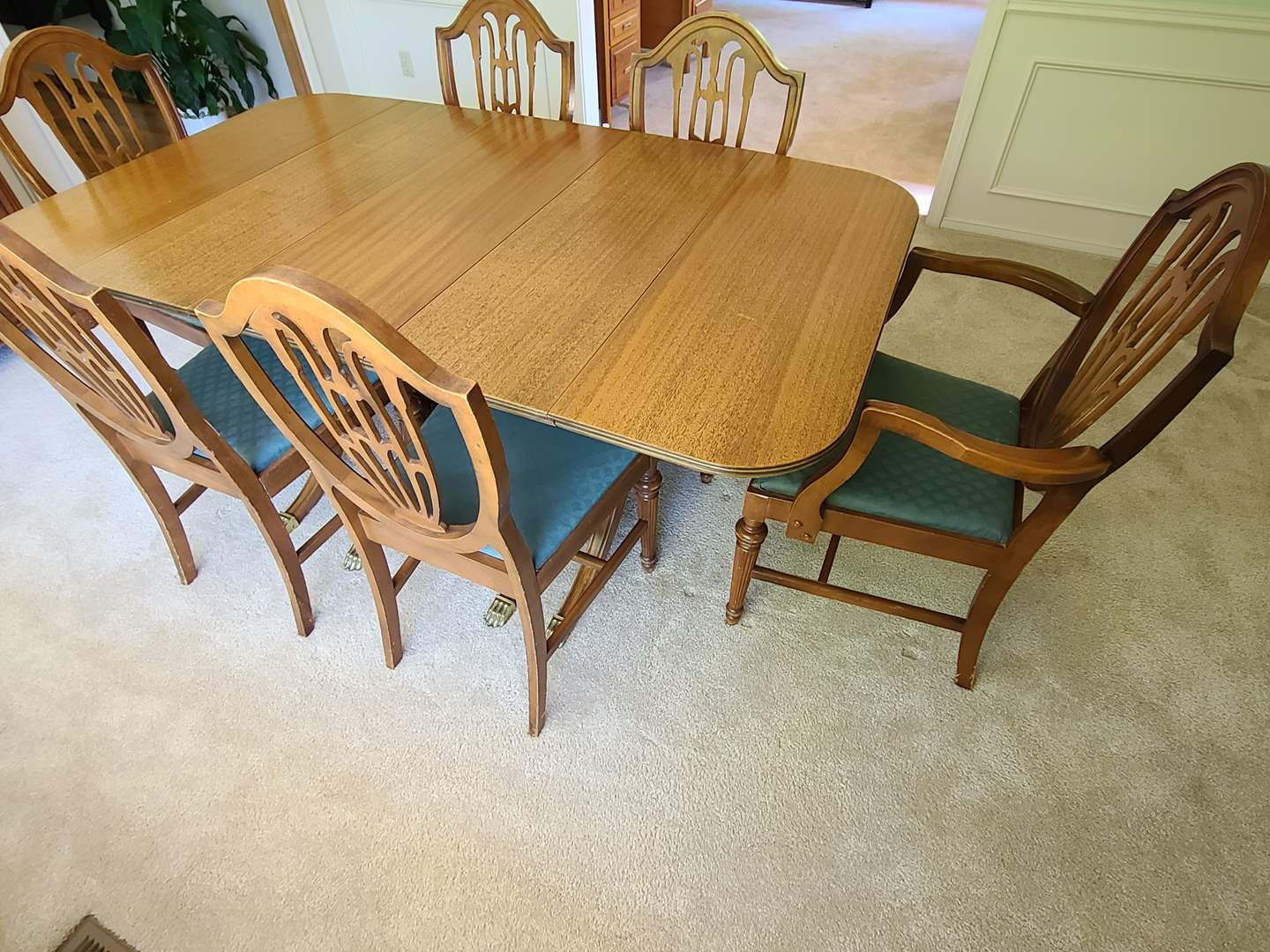 Lot#29 Vintage Dining Room Table & Chairs (main image)