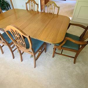 Lot#29 Vintage Dining Room Table & Chairs