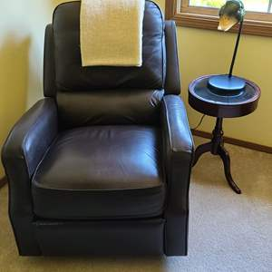Lot#63 Reclining Chair w/Table & Duck Lamp