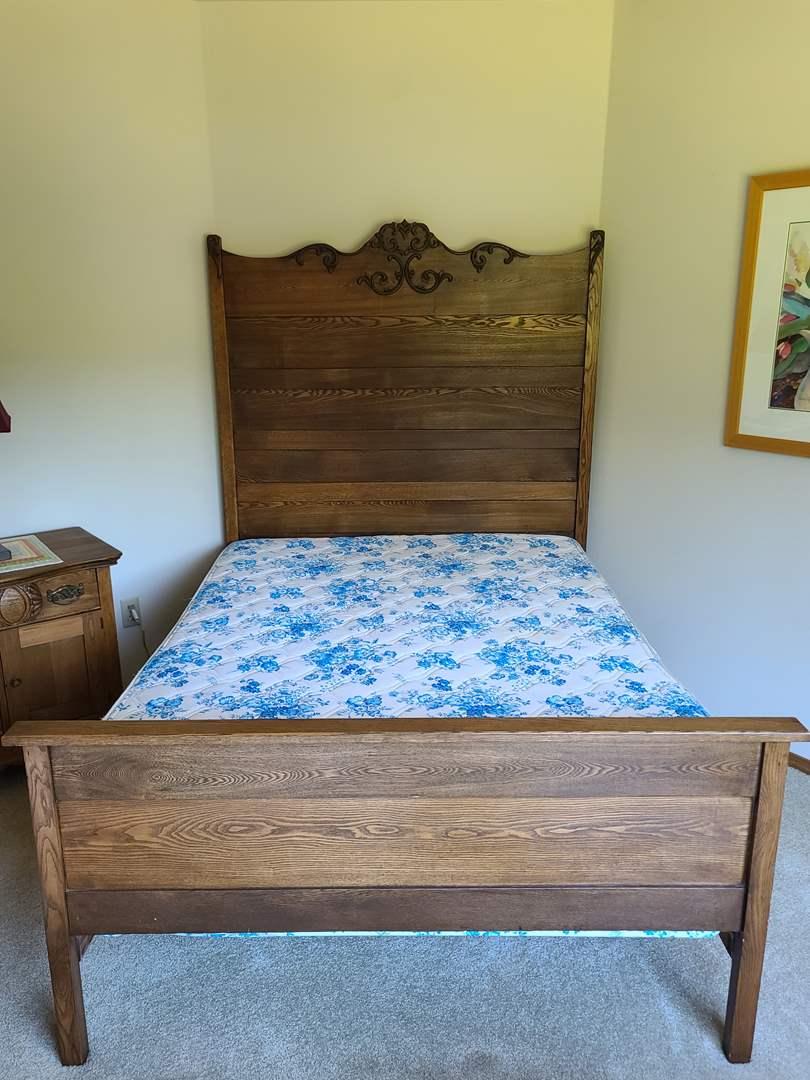Lot#66 Antique Bed (main image)
