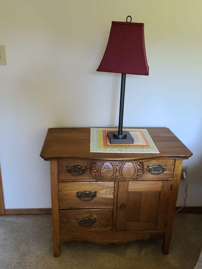 Lot#67 Vintage Nightstand & Lamp (main image)