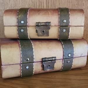 Lot#35 Ornate Small Suitcase Décor