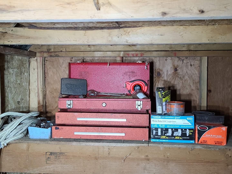 Lot#195 Old Toolbox & Tools (main image)